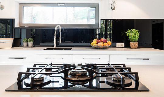 Contemporary minimalist kitchen with mirror splashback