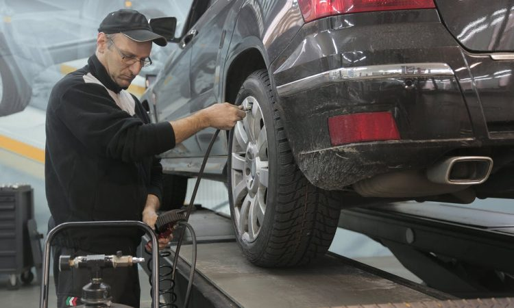mechanic changing tires using a mobile truck tyre changer
